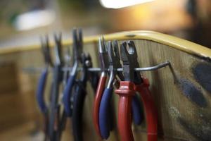 ewelry maakt close-up details van de productie foto