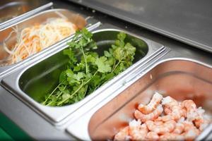 garnalen bereiden, ingrediënten scheiden voor een goede hygiëne foto