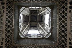 lage hoekmening van de toren van Eiffel foto