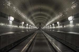 elbe tunnel in hamburg foto