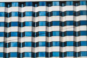 buitenkant van luxe gebouw hotel met moderne architectuur foto