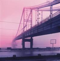 voetgangersbrug op het eiland Trukhanov foto