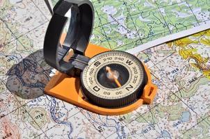 kaarten en kompas. foto