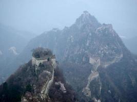 geïsoleerd op de grote muur van China foto