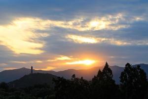 yu feng pagode bij zonsondergang foto
