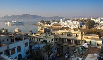 panoramisch uitzicht over de stad udaipur. foto