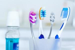 tandenborstels in glas foto
