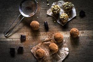 zelfgemaakte vegan chocoladetruffels foto