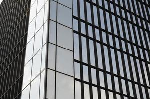 glazen gevel van een moderne wolkenkrabber