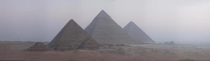 panorama van piramides foto