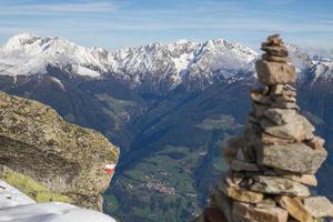 stenen man in de alpen