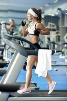 fitness op een loopband foto