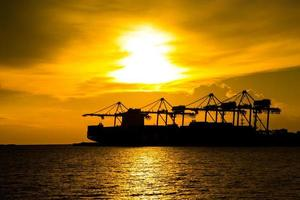 haven containerterminal voor transport foto