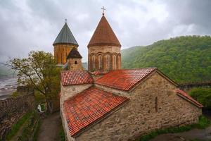 het landschap van het fort met de kerk