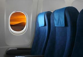 vliegtuigstoel en raam foto