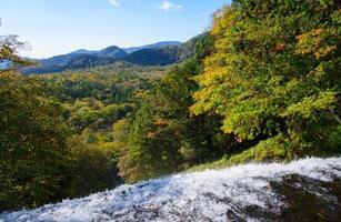 yudaki waterval in de herfst, in nikko, japan foto
