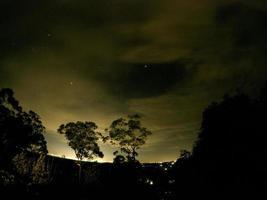 lange belichtingstijd shot van Sydney en de nachtelijke hemel foto