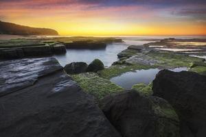zonsopgang zeegezicht, turimetta strand, sydney, australië. foto
