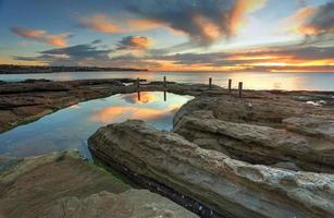 natuurlijke rotspool, Zuid-Coogee Australië foto