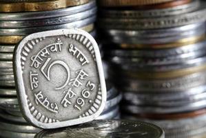 oude gedrukte 5 paisa Indiase munt foto