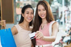 winkelen met creditcard foto