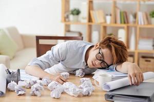 uitgeputte werknemer foto