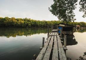 huis van de visser met kleur van het zonlicht foto