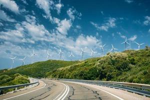 windmolens, windturbines voor elektriciteitsproductie foto