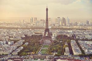 panoramisch uitzicht op de Eiffeltoren in Parijs foto