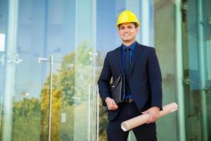 gelukkige architect op het werk foto