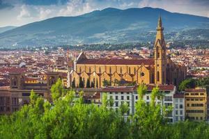 panorama van oud florence en de kerk saint mary foto