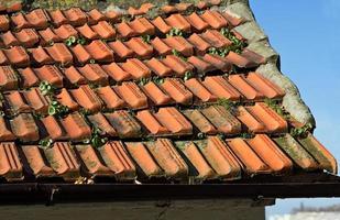 detail van rode dakpan van de oude stad