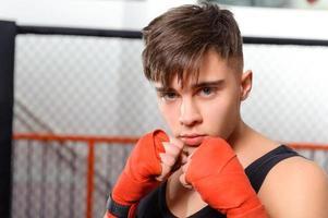 kickbokser in de sportschool foto