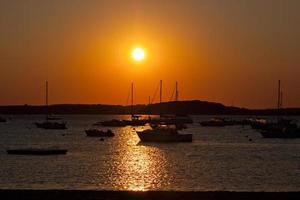 zonsondergang op het strand.