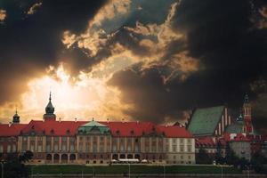 panorama van Warschau met wolken