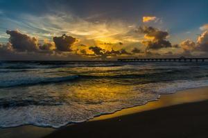 zonsopgang boven de oceaan foto
