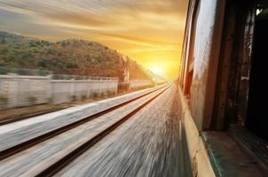 de weg voorwaarts spoor foto