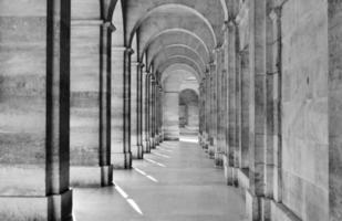 uitzicht op colonnade foto