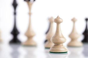 schaakstukken op glas foto