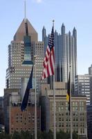 Amerikaanse vlag in de stad van Pittsburgh foto