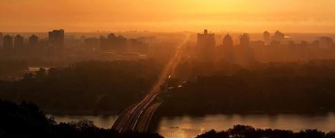 zonsopgang boven Kiev. Oekraïne foto