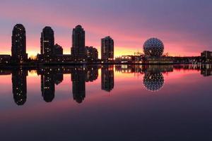 valse kreek, refelectie van de dageraad, Vancouver foto