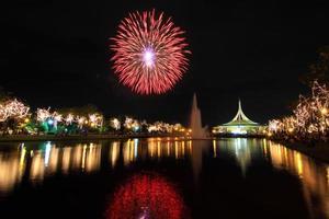 vuurwerk aan het meer foto