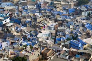 uitzicht op jodhpur, de blauwe stad, van mehrangarh fort foto