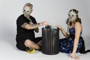 gasmasker apocalyps schaakspel foto