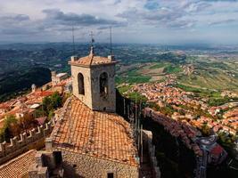 San Marino stad van bovenaf. Italië