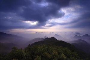 berg yaoshan in de ochtend
