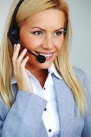 vrouw bellen met hoofdtelefoon foto