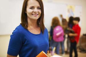 leraar en haar leerlingen in de klas