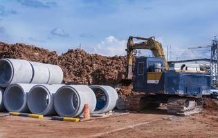 betonnen buizen op de bouwplaats foto